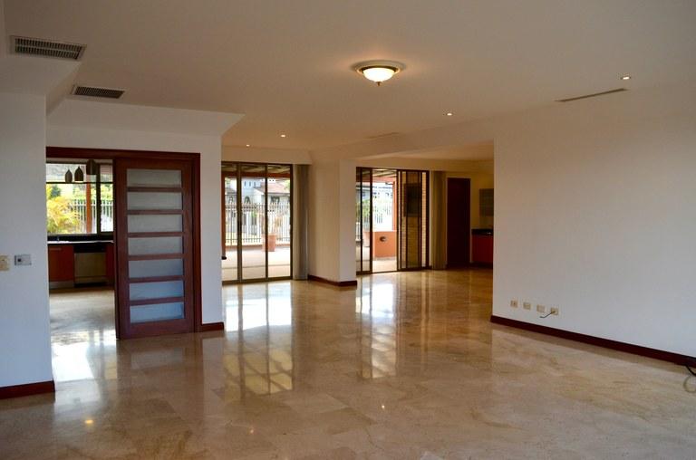 VENTA DE APARTAMENTO DE LUJO EN ESCAZU TORRE LOS LAURELES: Apartment For Sale in Los Laureles