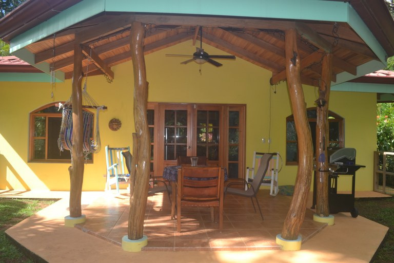 Casa Amarillo: Mountain House For Sale in Ballena