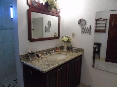Main Bathroom 3.JPG