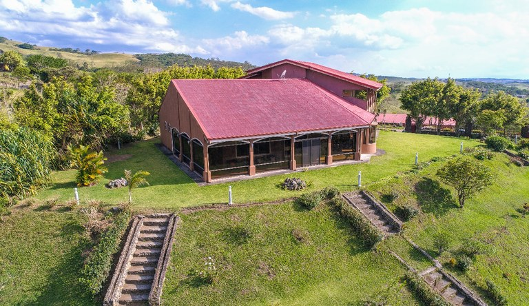Casa Revathi: Mountain House For Sale in Quebrada Grande