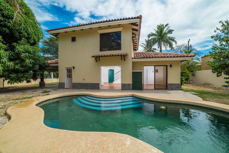Casa Norte: Completely Renovated Home in Central Location. Price Reduced!