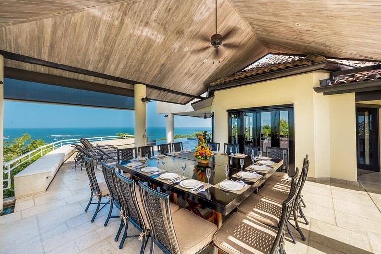 Villa Paraiso: Near the Coast House For Sale in Playa Tamarindo