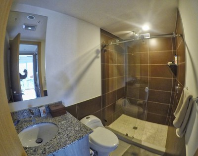 bathroom_1_hdr_min.jpg