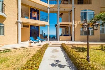 Corona del Mar C10_Pool Entrance