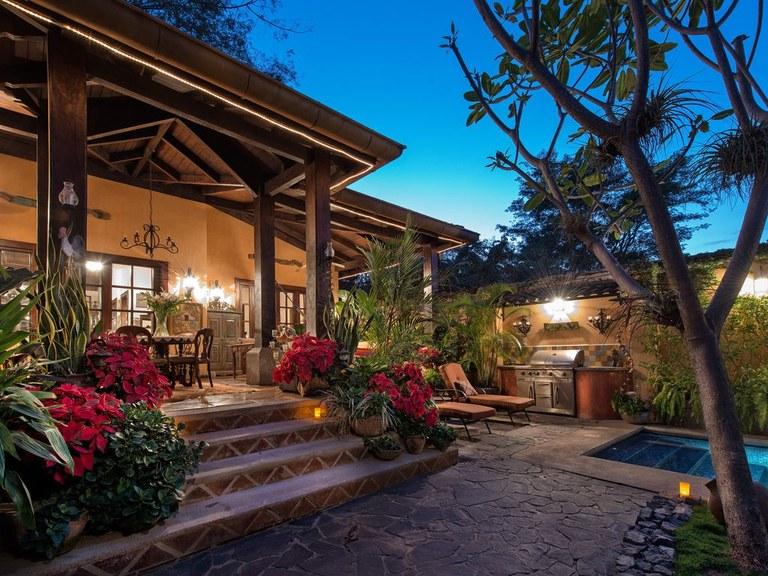 1ecc3ce18fc9f Villa Andalucia  Se Vende Casa Cerca del Mar en Playa Tamarindo