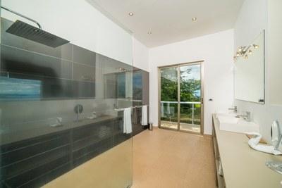 Casa Islana_Master Bath
