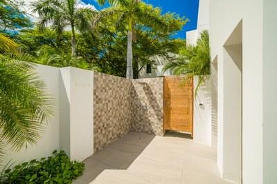 Casa Islana_ Exterior Shower
