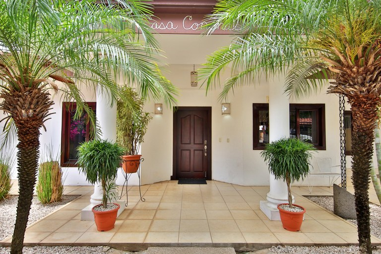 Casa Conchal: Walk to Beach Pool Home in Surfside