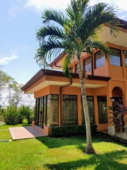 Oceanfront Condominium For Sale in Tárcoles