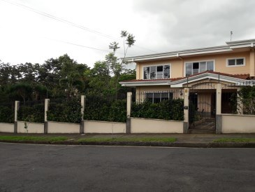 House For Sale in Zapote