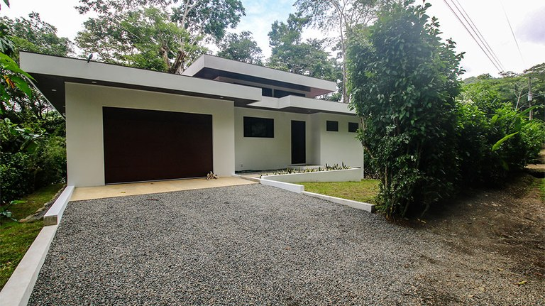 New Home – Modern Lines – Lofted River Views – Dominical River Road