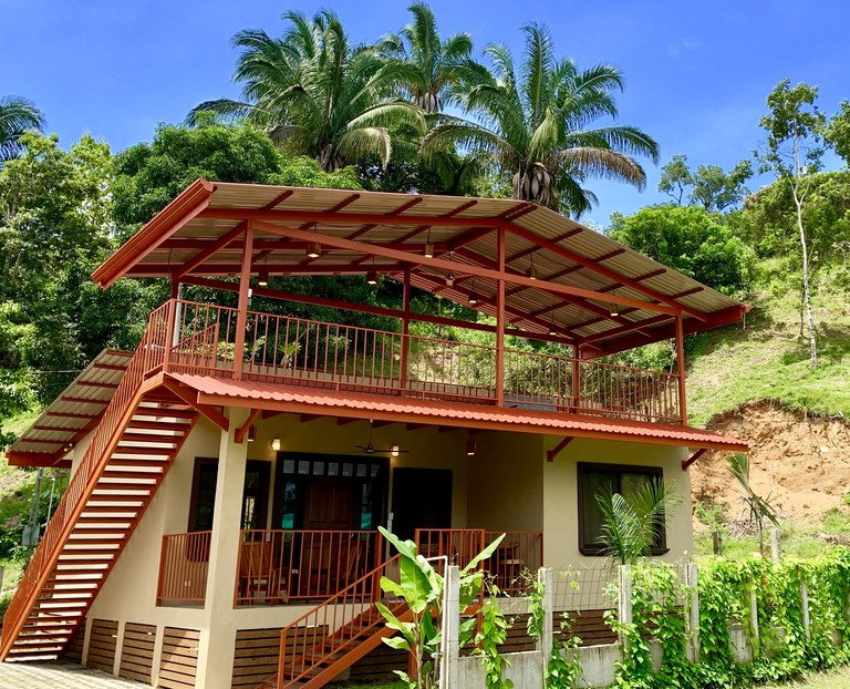 Barefoot Bungalow: Countryside House For Sale in Dominical