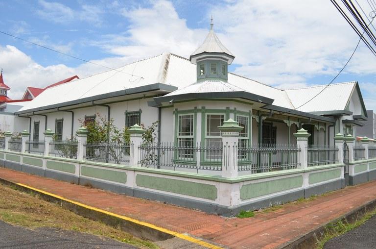 ELEGANTE CASA VICTORIANA: House For Sale in Santo Domingo