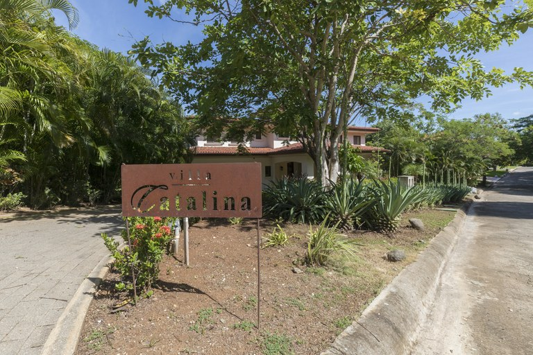 Villa Catalina: Near the Coast House For Sale in Playa Conchal