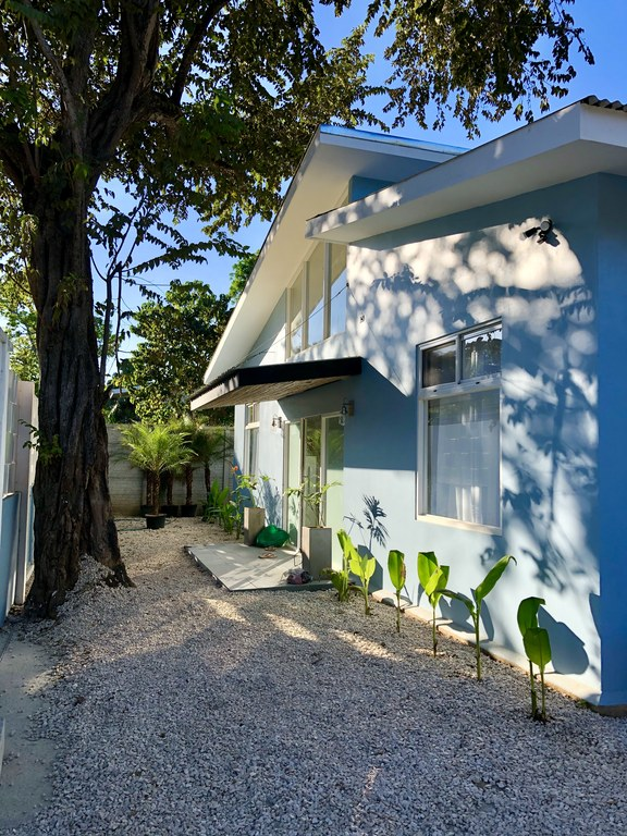 Casa Fresca: Brand new home fully furnished and 2 minute walk to beach!