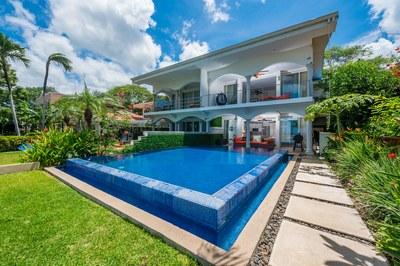 Casa Escapada pool area