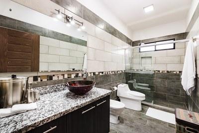 Casa Giulia_Master Bathroom