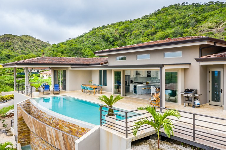 Dos Rios 59: Mountain and Near the Coast House For Sale in Playa Flamingo