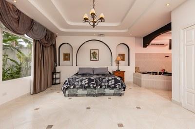 Casa El Paraiso Master suite