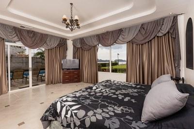 Casa El Paraiso master bedroom