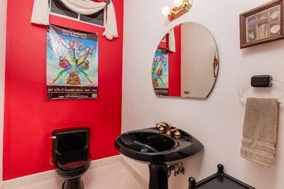 Casa el Paraiso guest bathroom