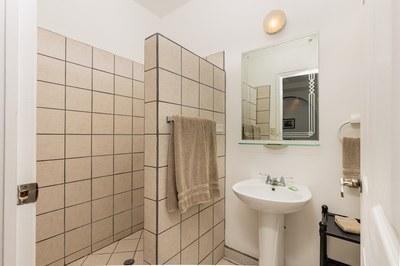 Casa El Paraiso guest bathroom 2