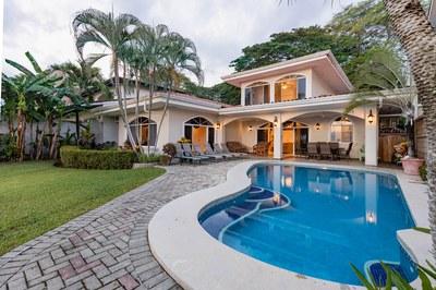 Casa El Paraiso front