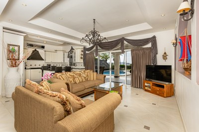 Casa El Paraiso living room