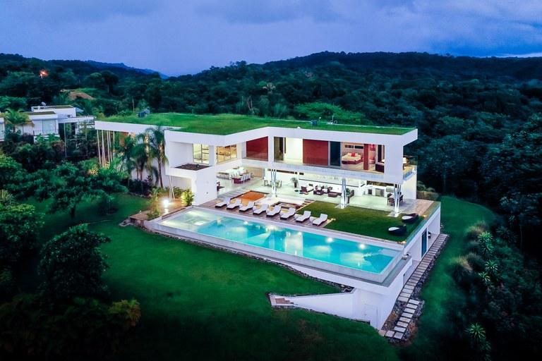 Villa Rio Ruby Sky: Stunning Ocean View Modern Home