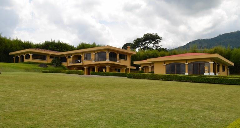 Mountain House For Sale in San Antonio