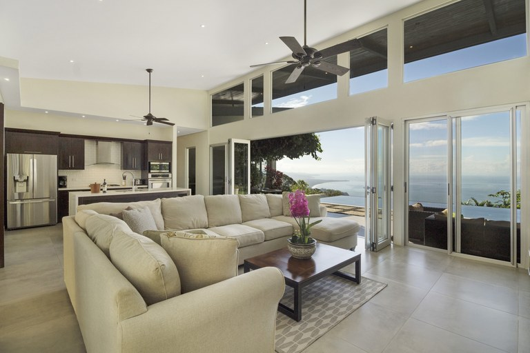 South Pacific Coast Luxury: Mountain House For Sale in Escaleras