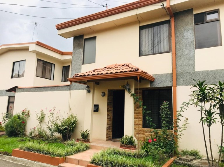 House For Sale in Barrio Cordoba