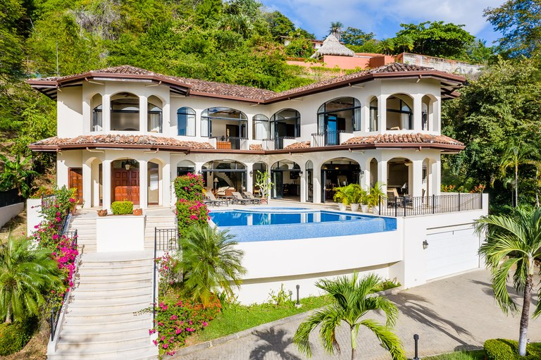 Casa Linda del Mar: Luxury Estate Now Available for Purchase