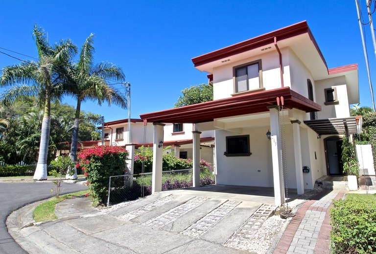 House For Sale in Coyol