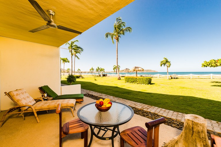 Pacific Beach 7: Enjoy beachfront living, majestic views and sunsets from your own private patio or pool!