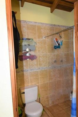 Casa MangoandBanana_CheaphomesinCostaRica_bathroom.jpg