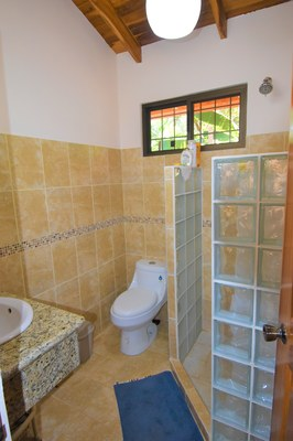 Casa MangoandBanana_CheaphomesinCostaRica_bathroom2.jpg