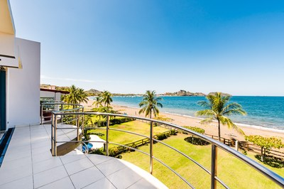 Villa Ballena: 3 Story 3300ft² Oceanfront Beauty