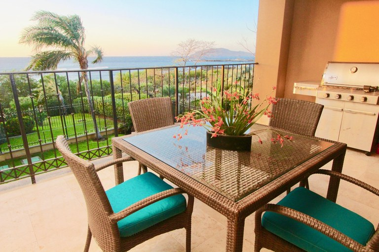 Crystal Sands: Oceanfront Condominium For Sale in Playa Langosta