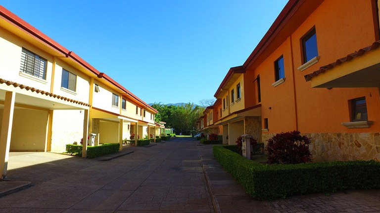 Lajas del Rio: Townhouse For Sale in Pozos