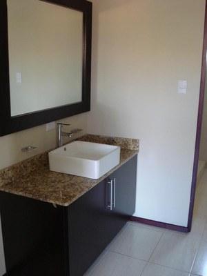 BATHROOM OF HOUSE FOR SALE SANTA ANA COSTA RICA
