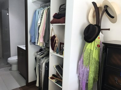Walkincloset of Nunciatura Flats.jpg