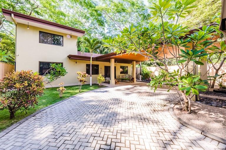 Casa Plumeria: Private Oasis! - Walk to Beach Home!
