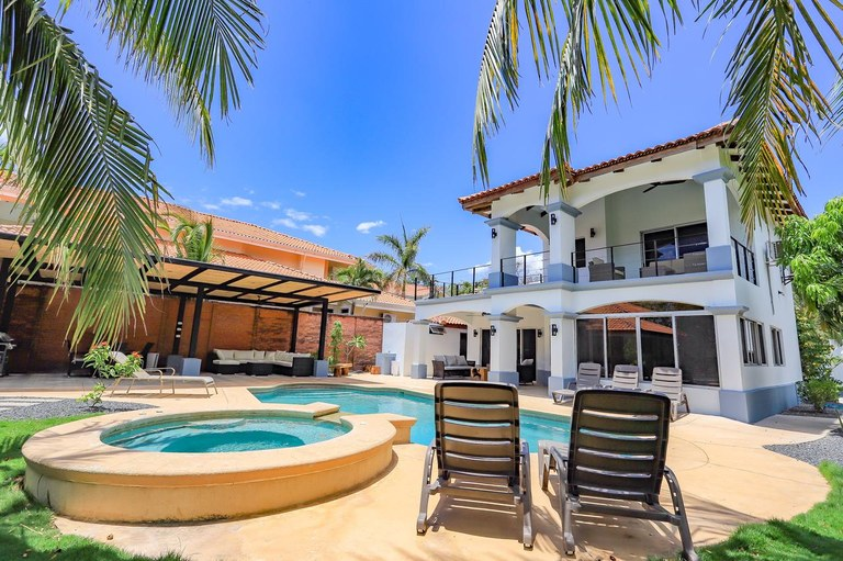 Casa Tres Cocos: Rare White Sand Beachfront Estate For Sale – Playa Ventanas