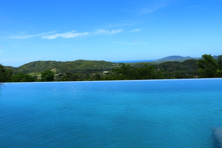 Near Tamarindo Beach: Two Beautiful Houses with Ocean View in the Hills