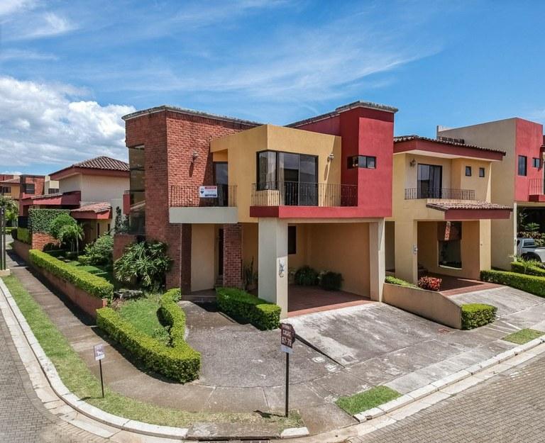 House For Sale in La Ribera
