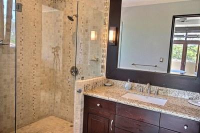 villa_serena_guest_bathroom.jpg
