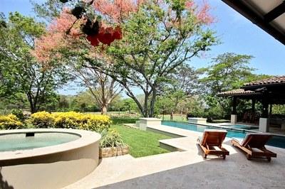 villa_serena_landscaping.jpg