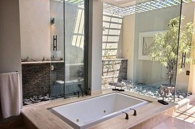 villa_serena_master_bathtub.jpg