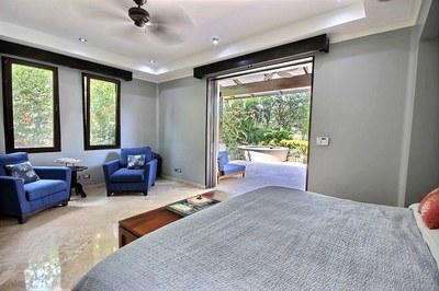 villa_serena_master_bedroom.jpg